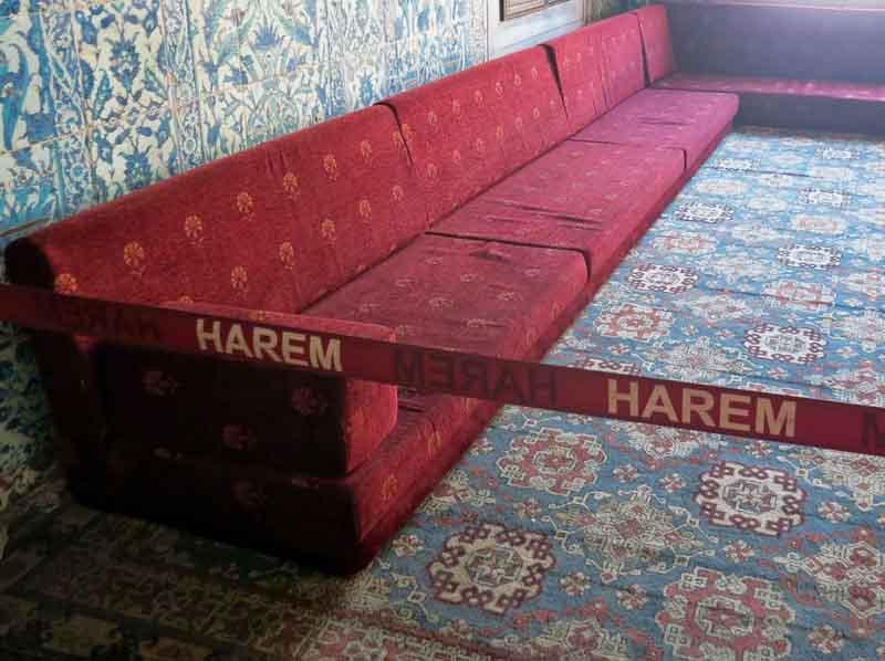 harem-merah1